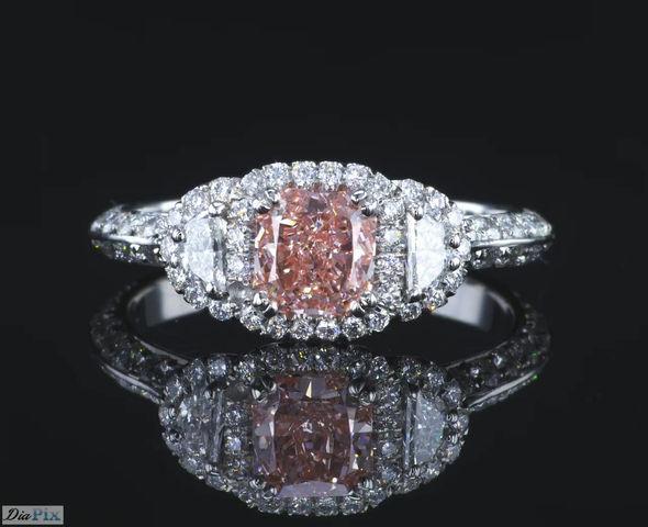 טבעת יהלום בעיצוב מעורר