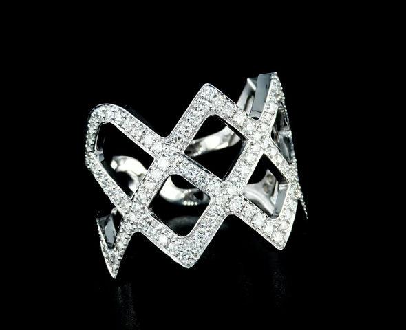 טבעת יהלומים בעיצוב כתר