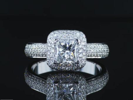 טבעת יהלומים בעיצוב מרגש