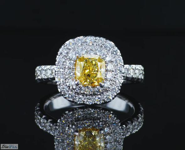 טבעת יהלום עם אבן מרכזית