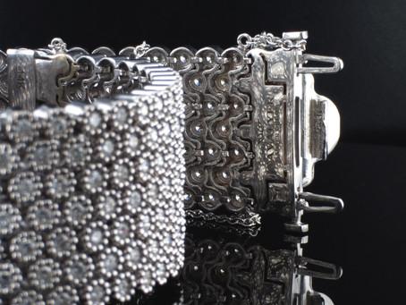 צמיד דמוי אבנט משובץ יהלומים