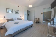 Très grande chambre accessible et confortable dans un gîte haut de gamme