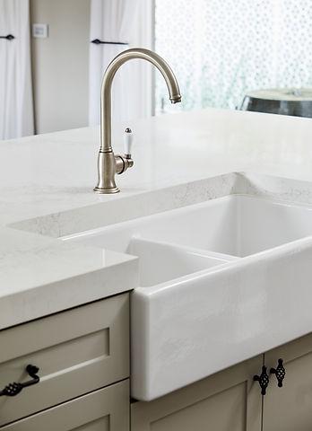 bathroom-sink-AVUTJCZ.jpg