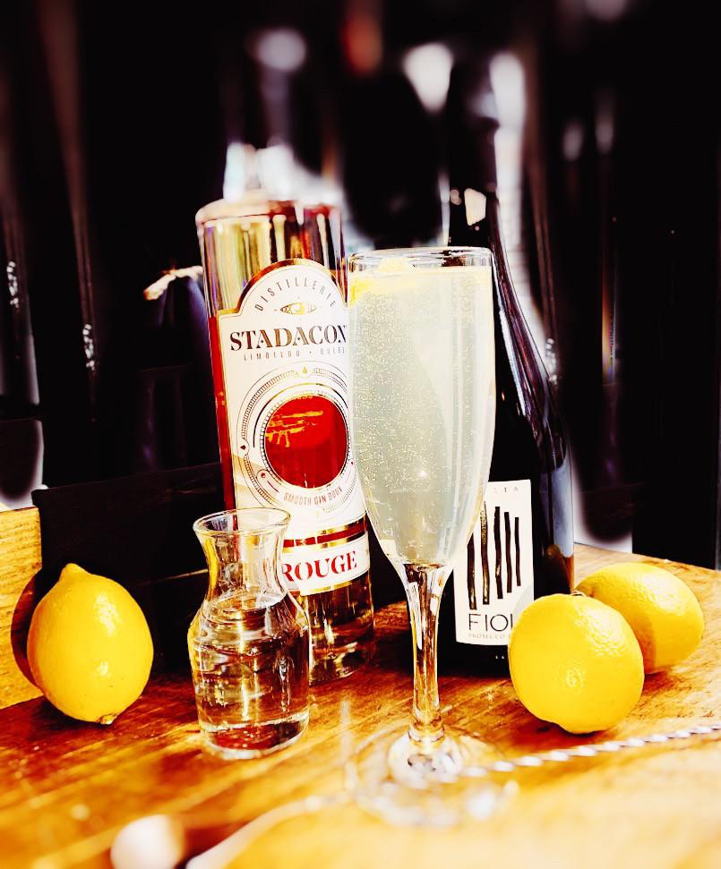 Façon simple et efficace pour impressionner la visite avec ce merveilleux cocktail, qu'est le French 75