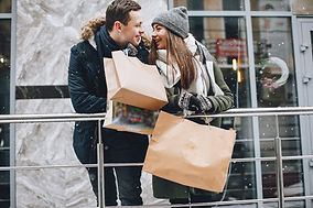 couple-in-a-shopping-74BPGKD.jpg