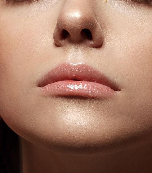 shutterstock_1085302994(juicy shine lips