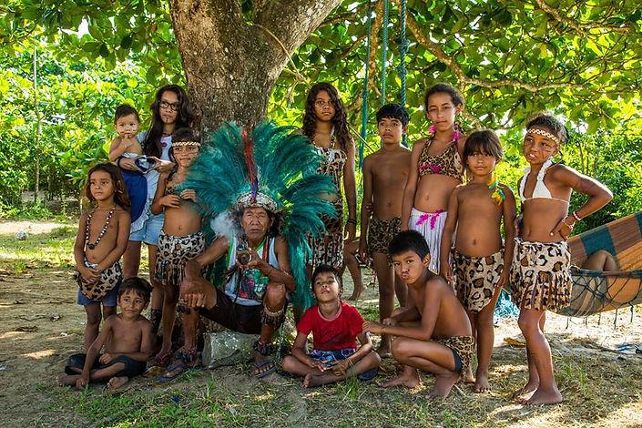 A Vivência na Aldeia Indígena é um projeto organizado por indígenas e não indígenas, que tem como objetivo principal o Resgate, o Fortalecimento e a divulgação da Cultura Indígena.
