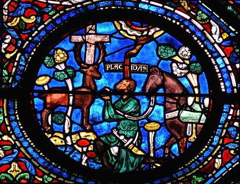 Lateinische Inschrit auf einem Glasfenster