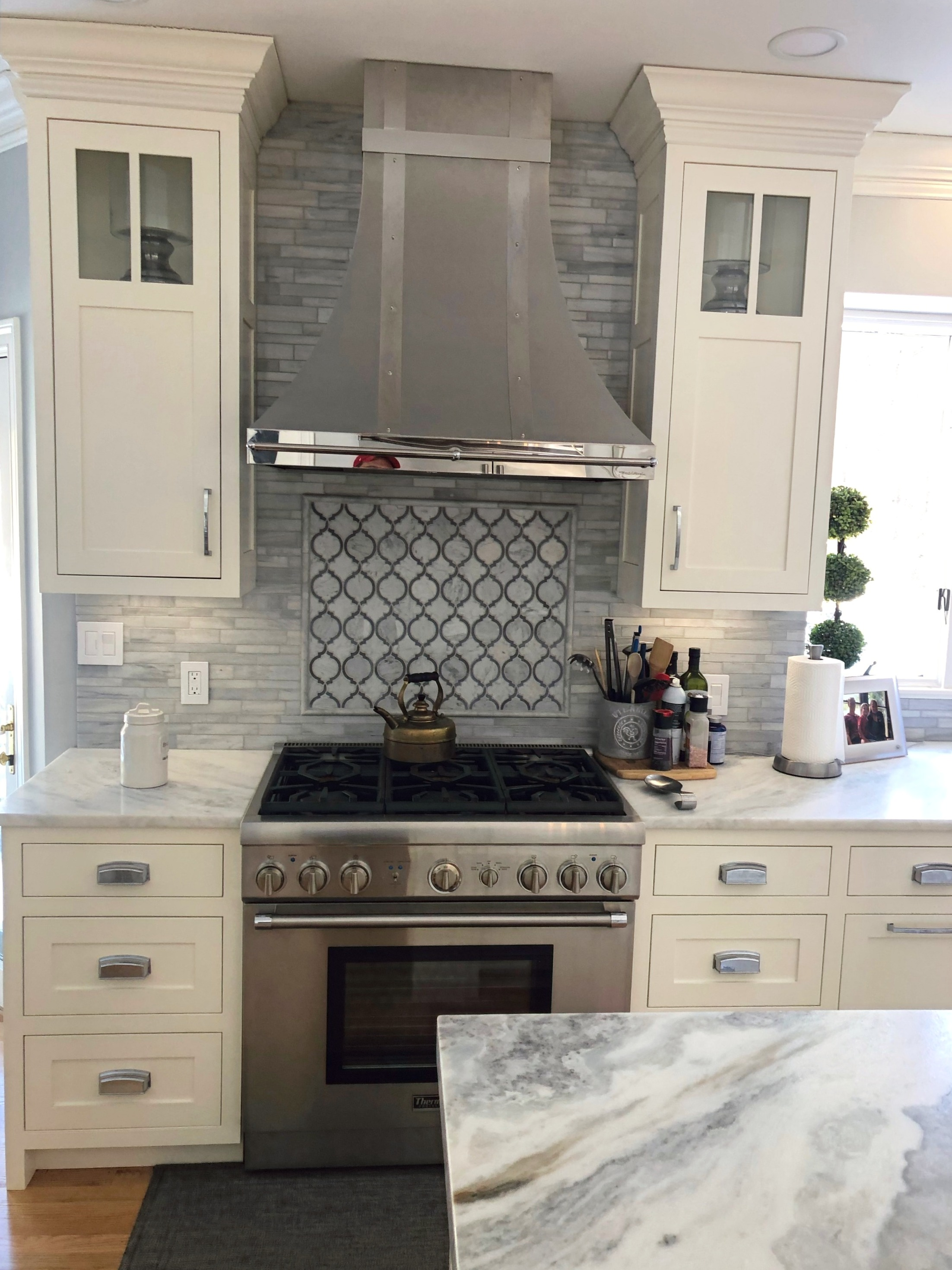 Unique Kitchen Backsplash and Hood