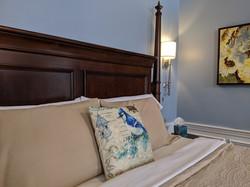 Jay room bed