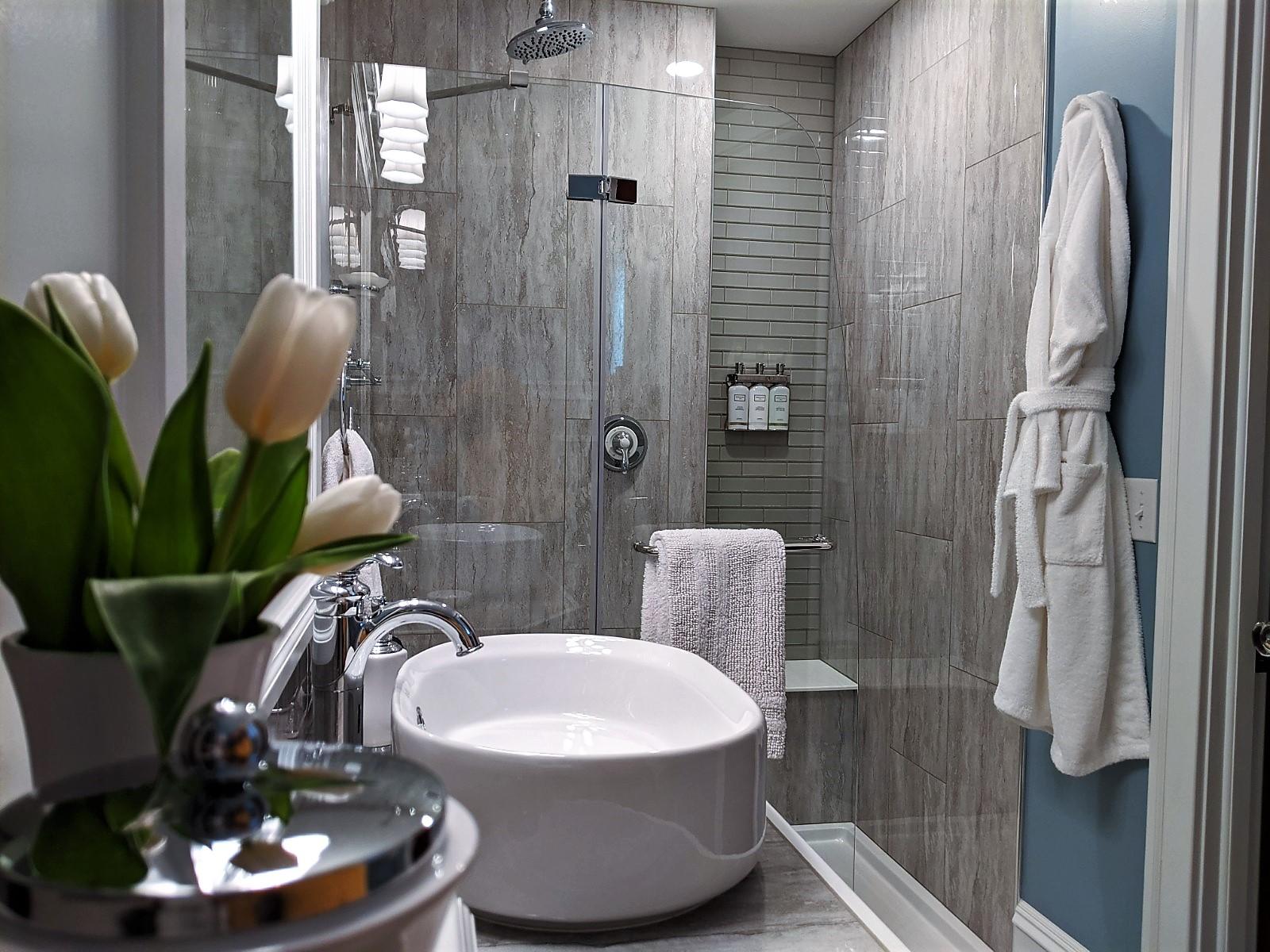 Jay room large tiled shower