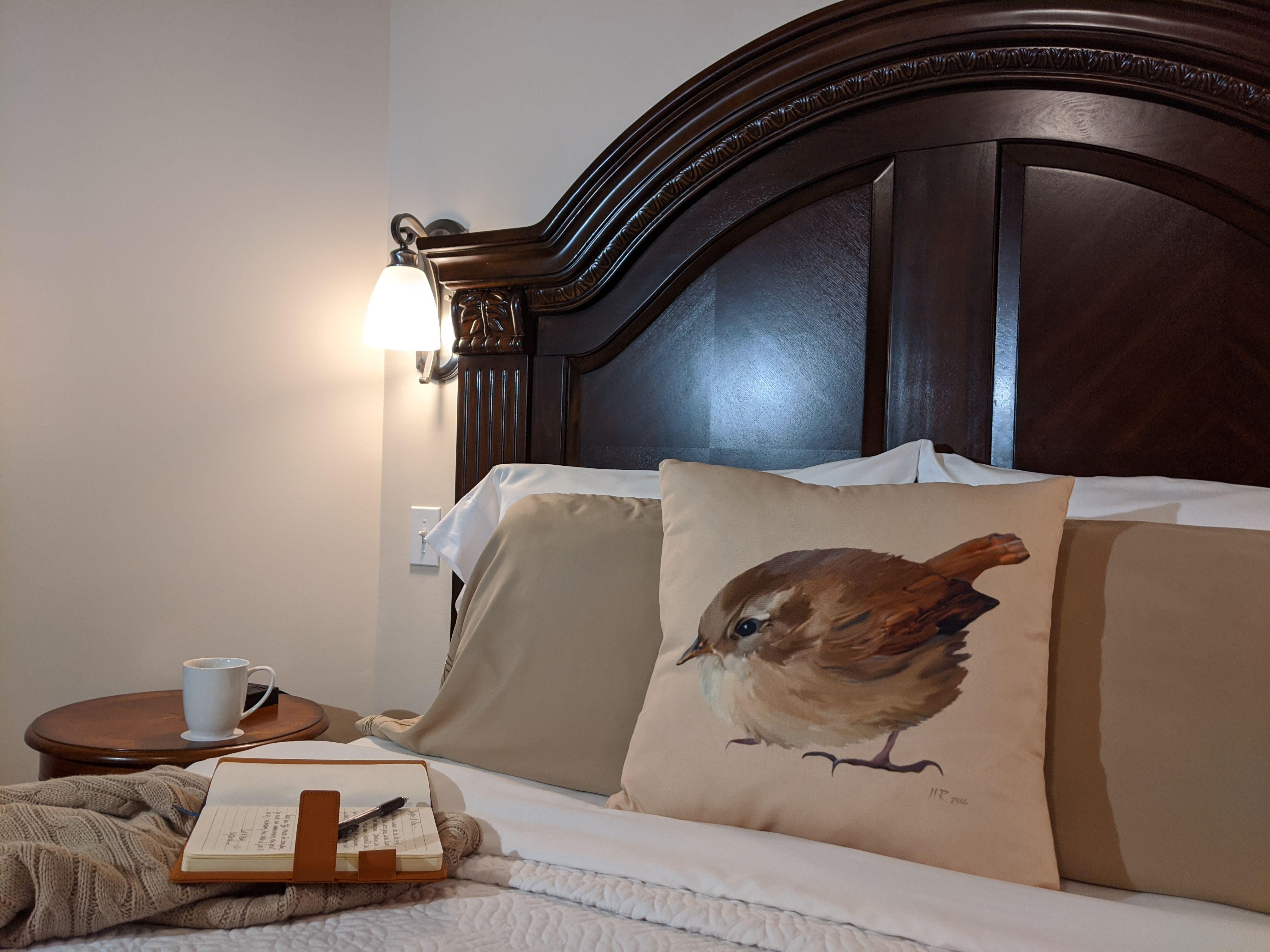 BrickInn Letchworth Park Wren Guestroom Bed