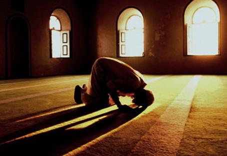 Apakah Makmum Wajib Baca Surat Al-Fatihah Ketika Shalat Berjamaah?