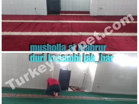 Pemasangan Karpet Musholla Al-Mabrur Duri, Kosambi, Jakarta Barat