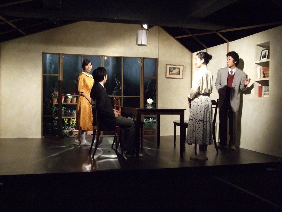 円研究所「温室の前」舞台美術