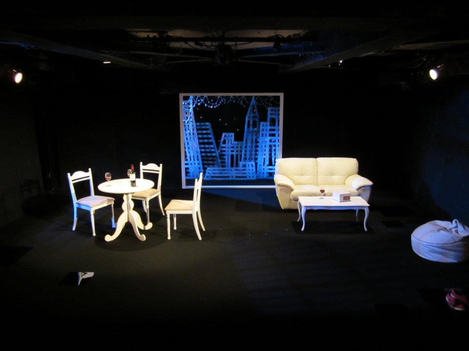 円スタジオ「マンハッタンの女たち」舞台美術
