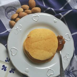Pancake al profumo di mandorle e cocco