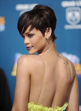 Rihanna-wins-AMA-for-fave-soulRB-artist.