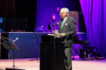 Jim Fousekis acepta su reconocimiento especial en la cuarta edición de los premios Ed Roberts.