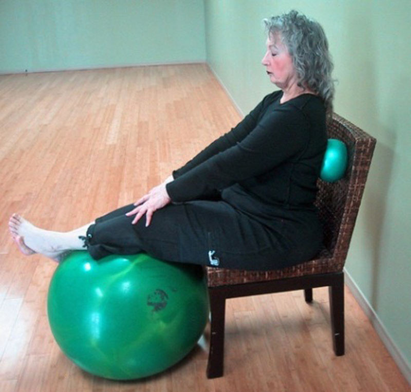 Support for tired legs, ball at back for stretching & releasing thoracic spine