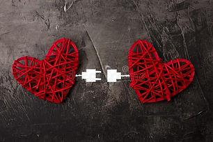 dois-corações-conectados-pelo-cabo-de-us