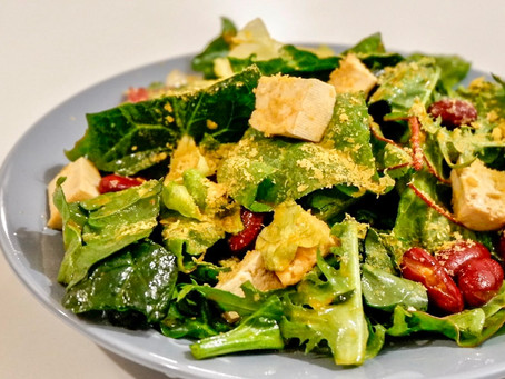 Spinach salad with marinated tofu