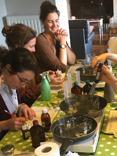 Vivre un Atelier cosmétique avec L'Herbe-aux-Etoiles