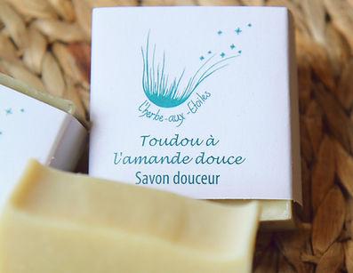Savon artisanal Toudou à l'amande douce pour toute la famille et tous les types de peau