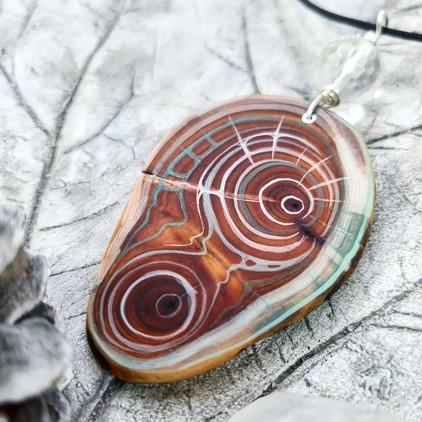 Amulett aus Eibe und Bergkristall