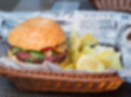 Burger de viande et frites