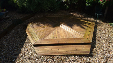 Hexagonal deck