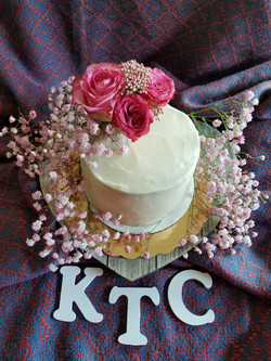 Fresh flower decorated cake