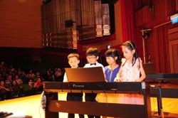 8 hands 1 piano
