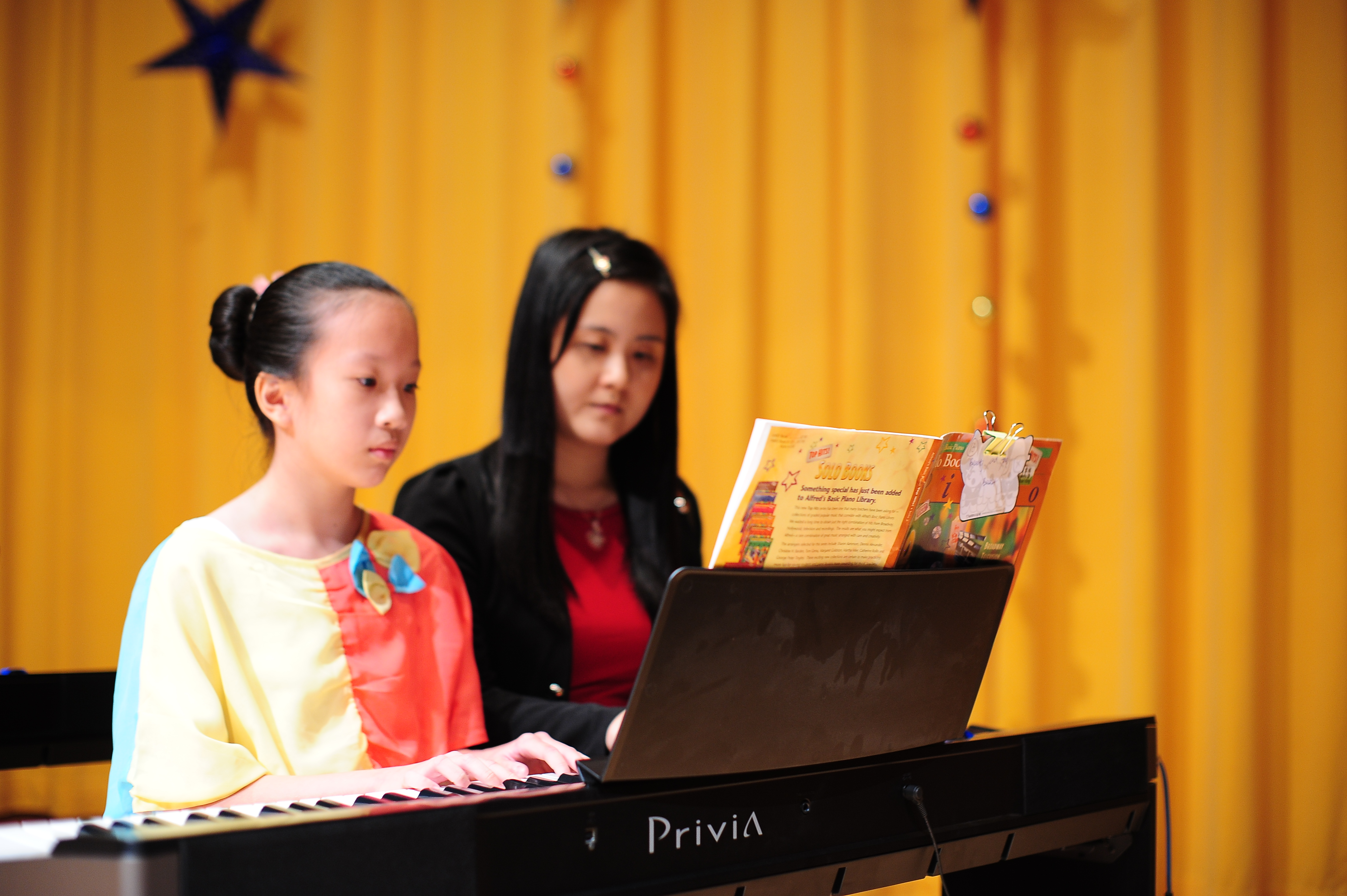 teacher and student duet (4 hands 1 pian