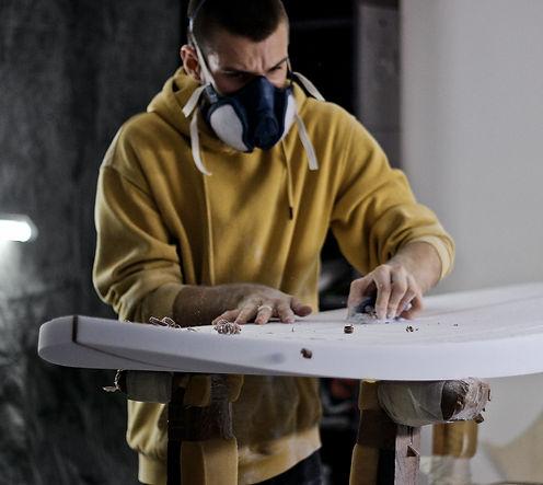 Projet, passion, développement local, planche de surf made in Méditerranée