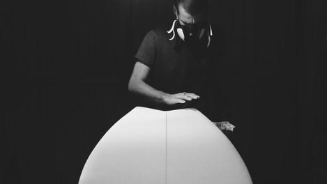 Les planches de surf made in Med de Garage Handshaping