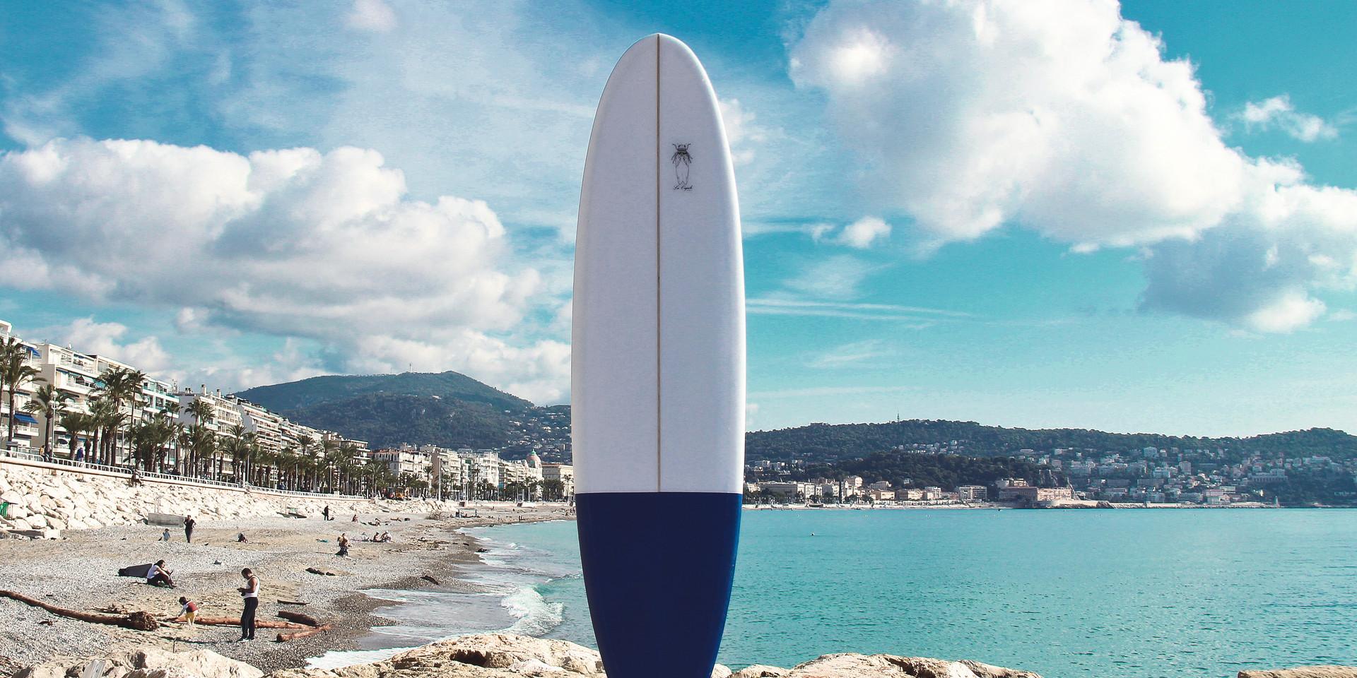 Notre planche LAVANDE (mini-malibu) prise en photo à Nice, France