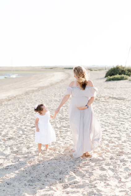 outdoor natural beach photo shoot maternity family photographer