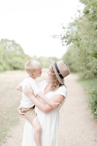 essex outdoor family shoot light and airy