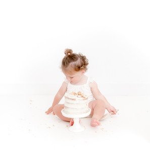 All white cake smash session | Ivory White Photography