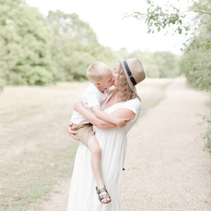 Light and airy outdoor woodland shoot | Motherhood