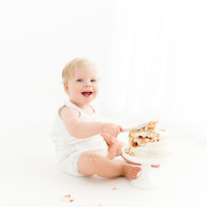 All white cake smash session | Ivory White Photography