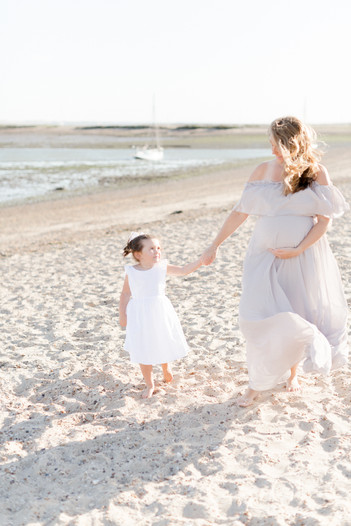 outdoor natural beach photo shoot maternity family photographer light and airy