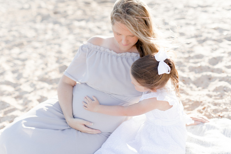 outdoor natural beach photo shoot maternity family photographer pregnancy