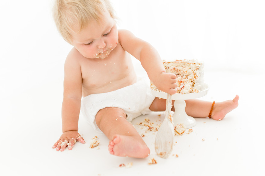 simple and natural cake smash shoot in colchester, essex