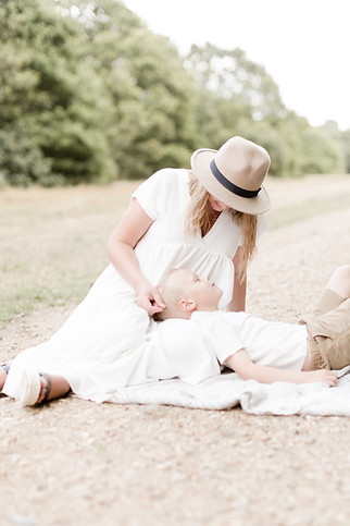 essex outdoor family shoot light and airy motherhood