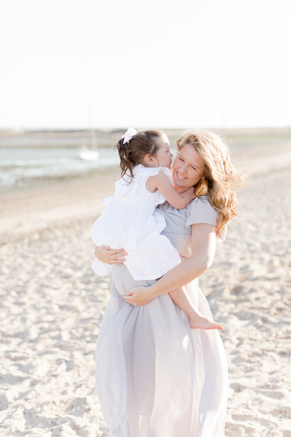 outdoor natural beach photo shoot maternity family photographer pregnant