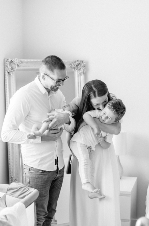 in home newborn lifestyle photo shoot candid natural