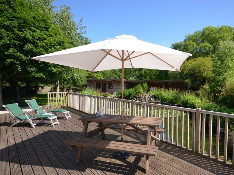 Relax and eat alfresco