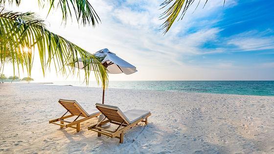 amazing-beach-sunset--beach-scene-with-r